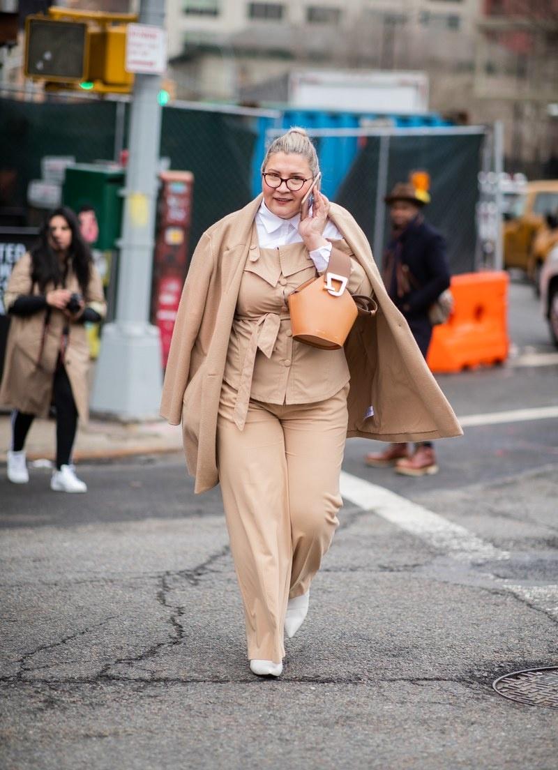 Tuan le thoi trang Thu - Dong 2019: New York am ap cung tong mau nau hinh anh 3