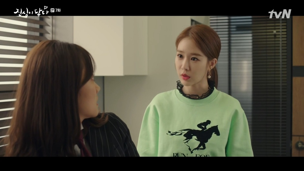 Soi do dau tu trang phuc cua nang thu ky sanh dieu Yoo In Na hinh anh 9