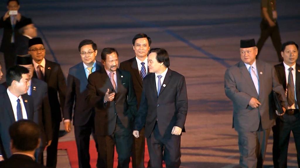 Quoc vuong Brunei lai chuyen co toi Da Nang du APEC hinh anh 6