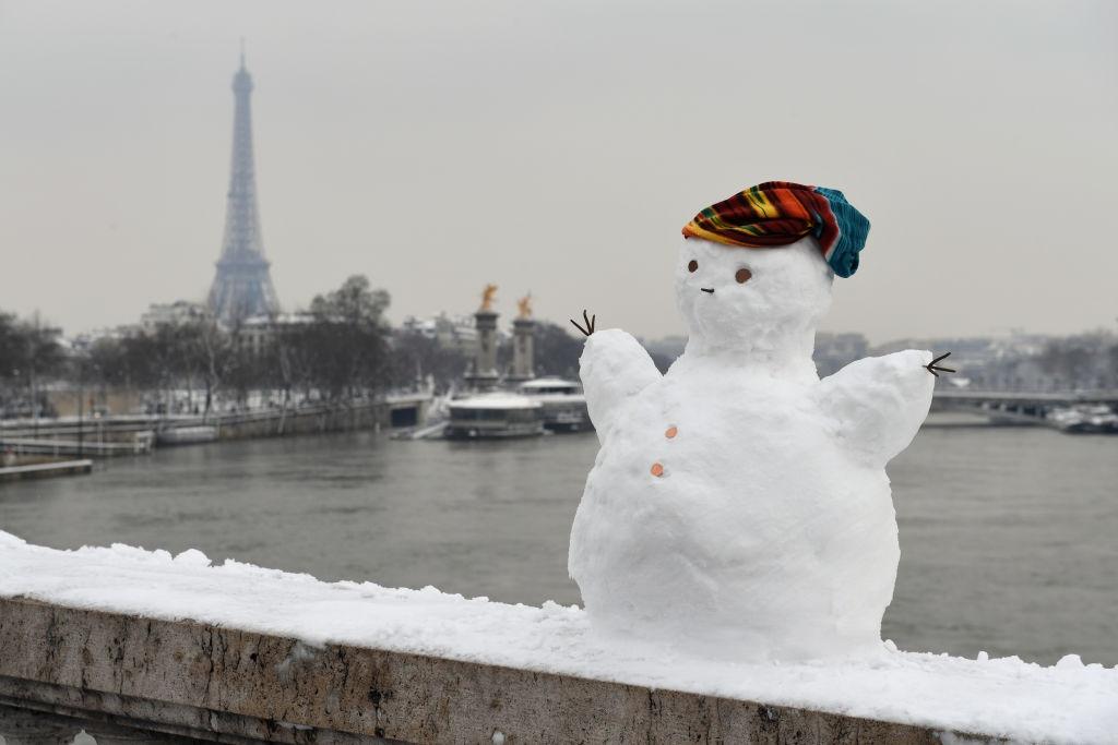 Paris trang le voi dot tuyet roi ky luc trong ba thap ky hinh anh 11