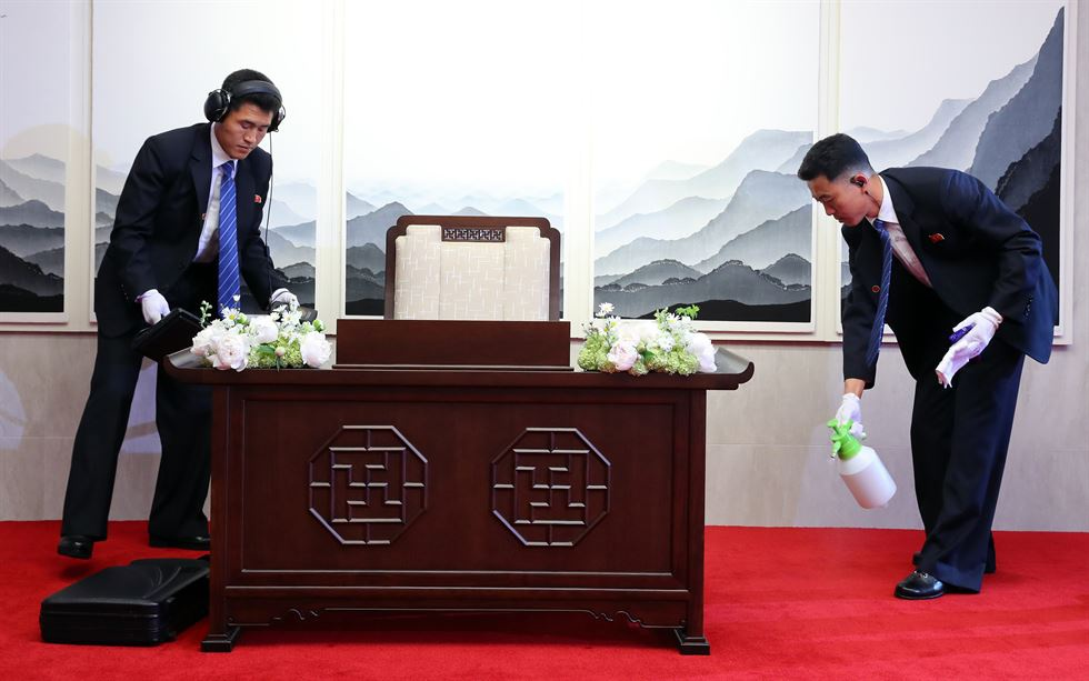 Hau truong cuoc gap lich su cua Kim Jong Un va TT Han Quoc hinh anh 6