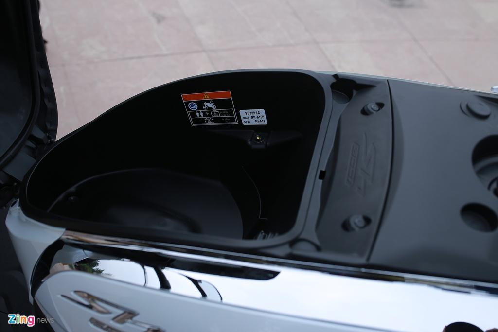 Anh thuc te Honda SH 300i ABS gia 248 trieu vua ra mat o VN hinh anh 13