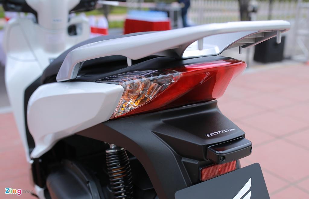 Anh thuc te Honda SH 300i ABS gia 248 trieu vua ra mat o VN hinh anh 10