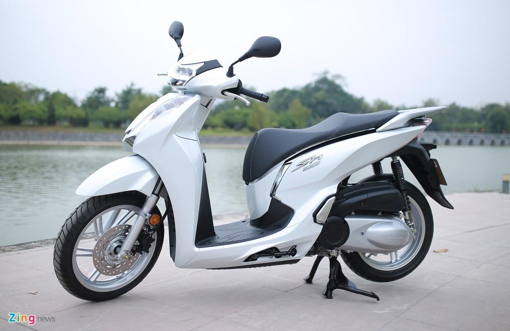 Anh thuc te Honda SH 300i ABS gia 248 trieu vua ra mat o VN hinh anh 2
