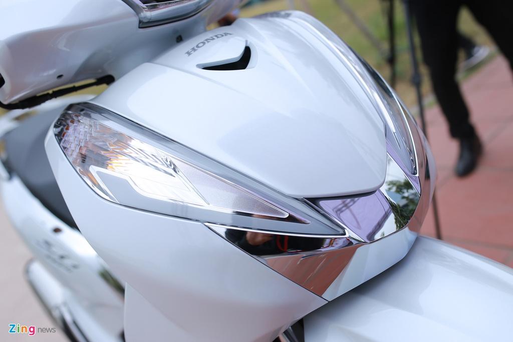 Anh thuc te Honda SH 300i ABS gia 248 trieu vua ra mat o VN hinh anh 4