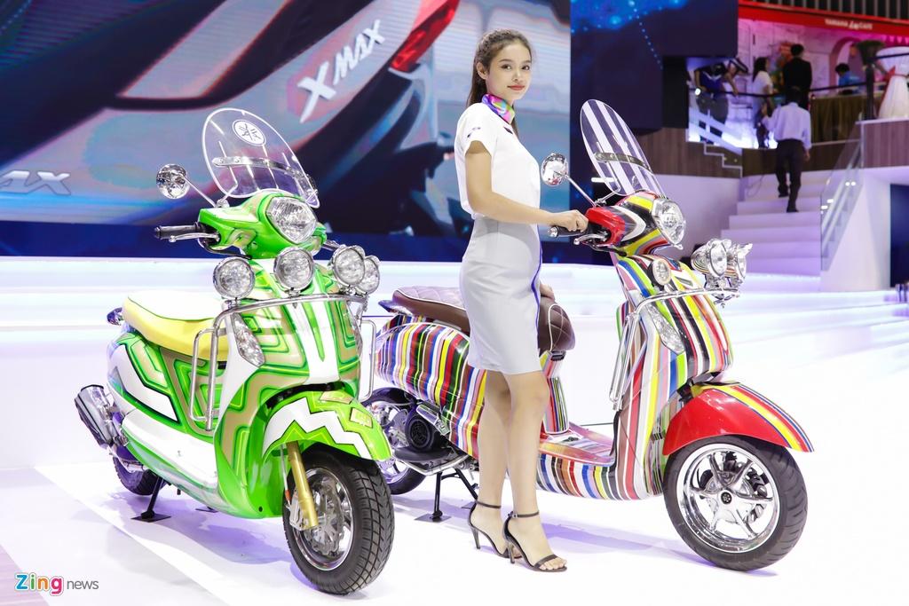 Minh Hang, Chi Pu va dan nguoi dep ben cac mau xe Yamaha hinh anh 11