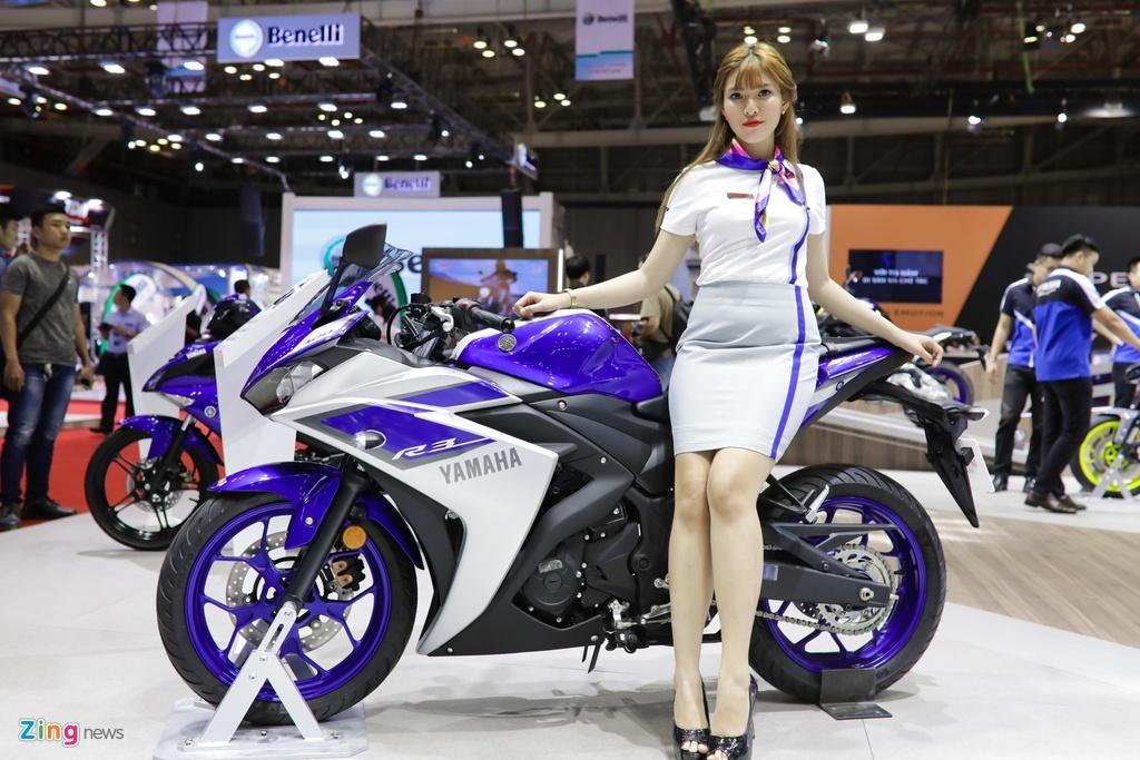 Minh Hang, Chi Pu va dan nguoi dep ben cac mau xe Yamaha hinh anh 9