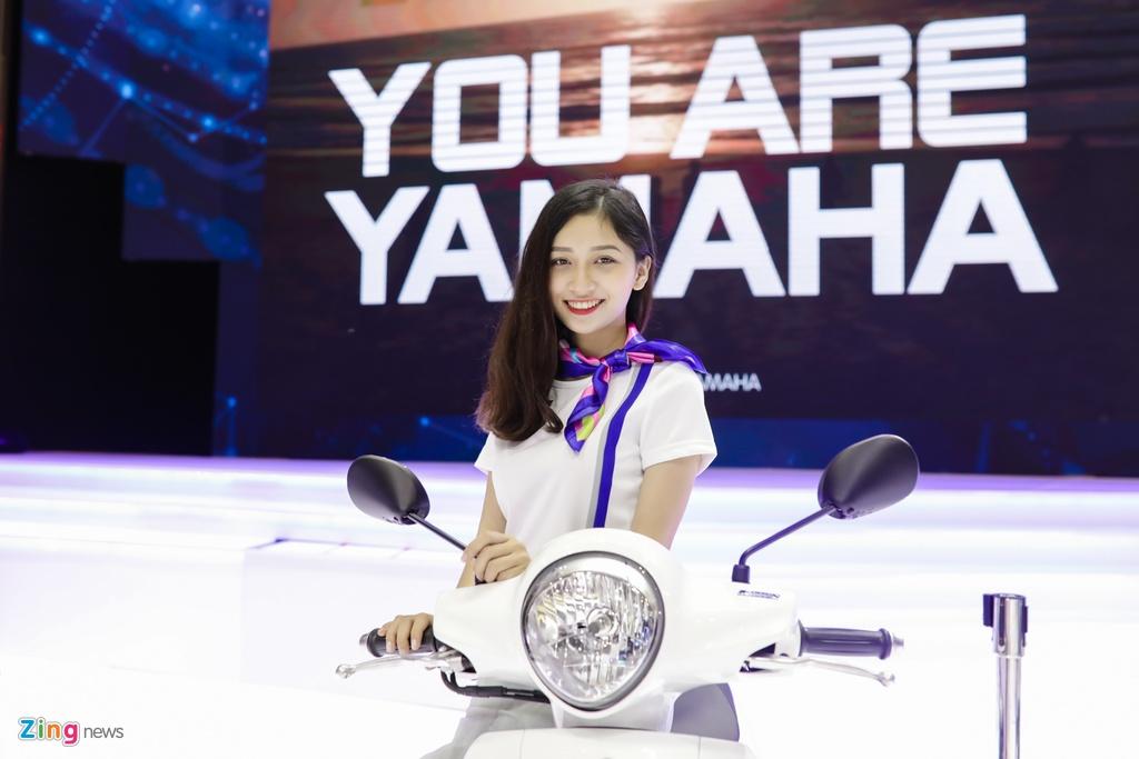 Minh Hang, Chi Pu va dan nguoi dep ben cac mau xe Yamaha hinh anh 7