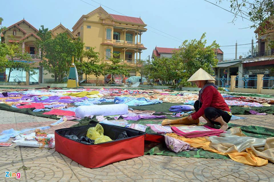 Nguoi dan Quang Binh co vot vat tai san con sot lai sau bao so 10 hinh anh 10