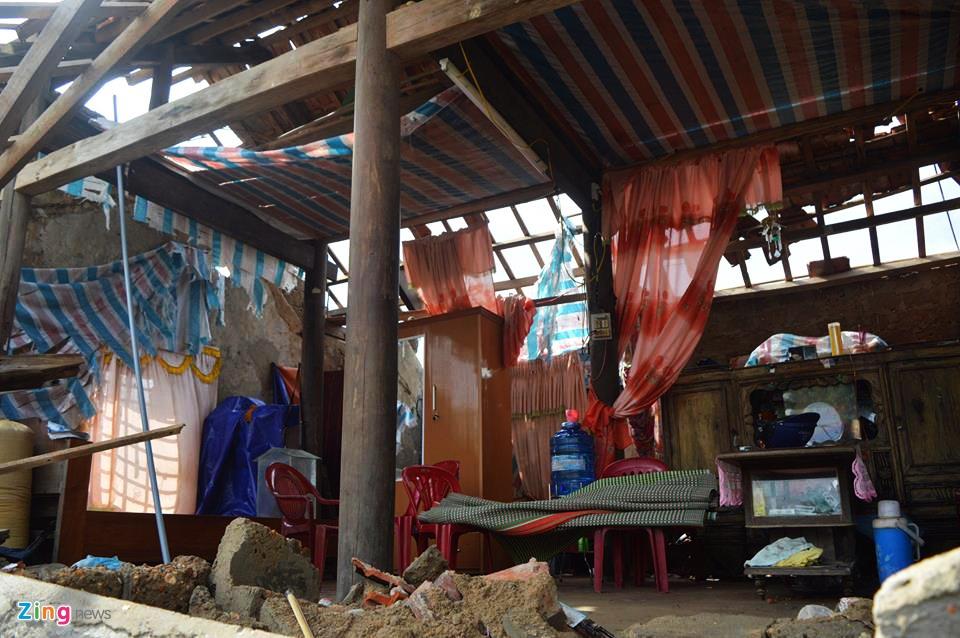 Nguoi dan Quang Binh co vot vat tai san con sot lai sau bao so 10 hinh anh 4