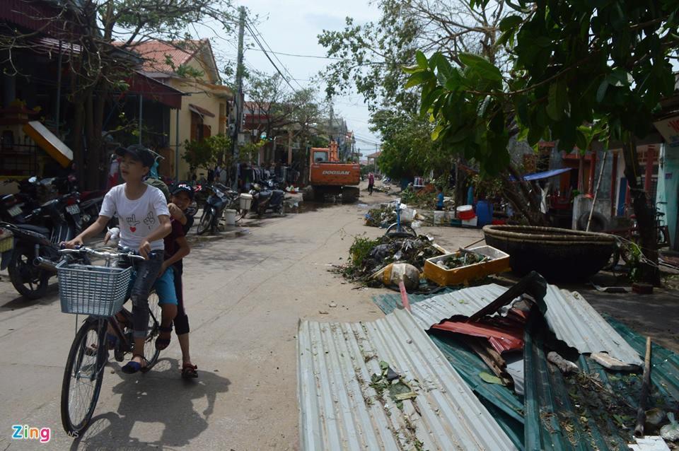 Nguoi dan Quang Binh co vot vat tai san con sot lai sau bao so 10 hinh anh 9