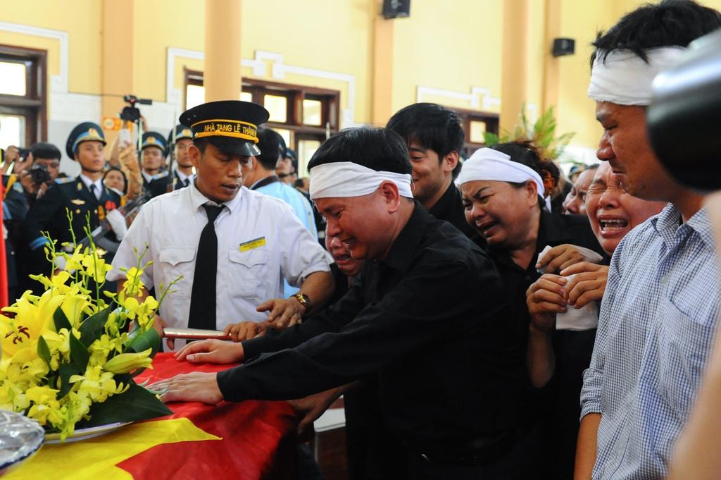 Hang nghin nguoi tien biet dai ta phi cong Tran Quang Khai hinh anh 11