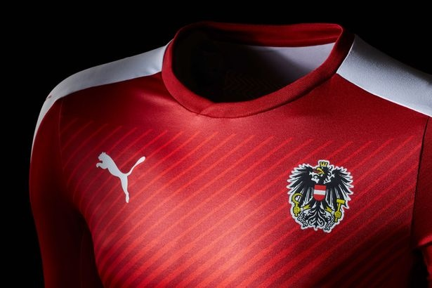 Top 10 doi tuyen co ao thi dau dep nhat Euro 2016 hinh anh 7