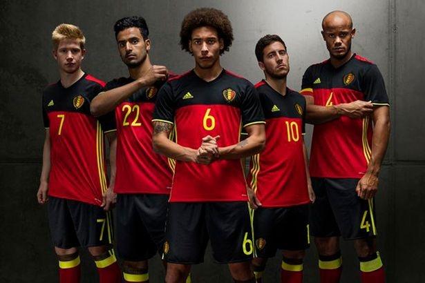 Top 10 doi tuyen co ao thi dau dep nhat Euro 2016 hinh anh 1