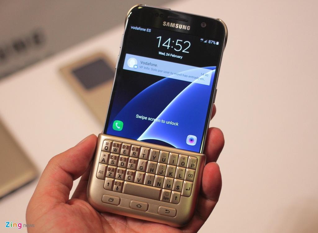 Thuc te Samsung Galaxy S7: Lung cong, chong nuoc hinh anh 17