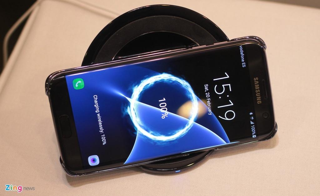 Thuc te Samsung Galaxy S7: Lung cong, chong nuoc hinh anh 18
