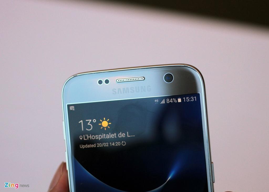 Thuc te Samsung Galaxy S7: Lung cong, chong nuoc hinh anh 6
