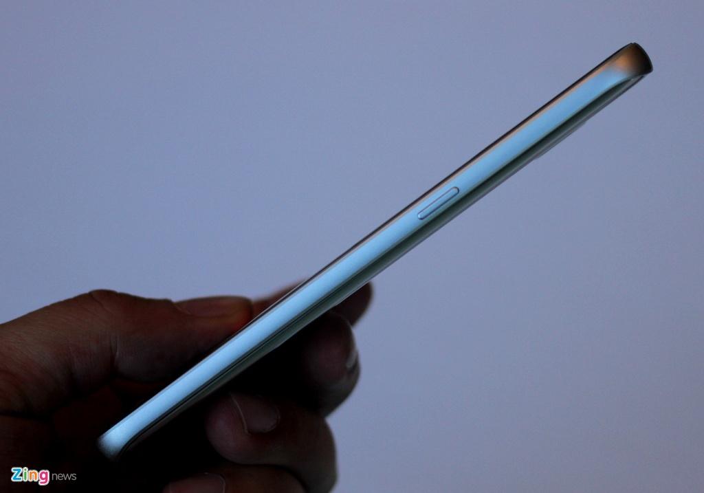 Thuc te Samsung Galaxy S7: Lung cong, chong nuoc hinh anh 8