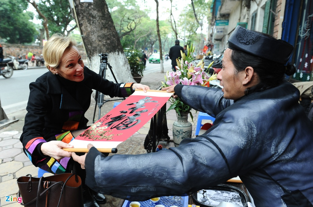 Dai su Thuy Dien mua hoa dao, lam com Viet don Tet hinh anh 8