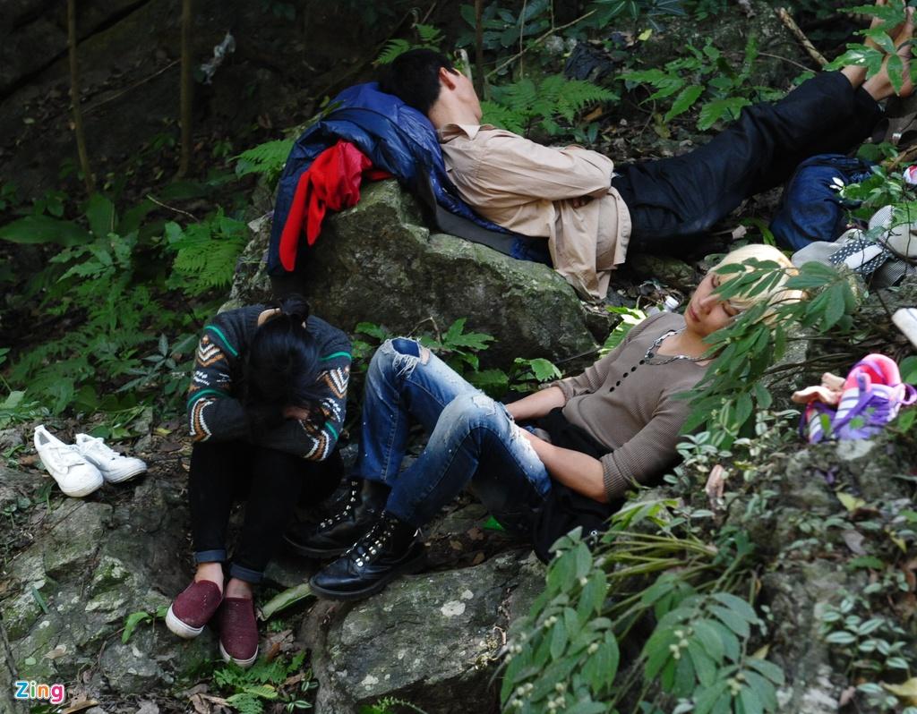 Xep hang 2 tieng chua len duoc cap treo di Chua Huong hinh anh 16