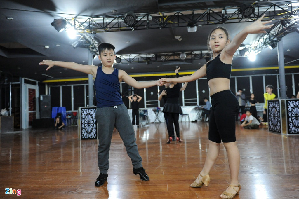 Anh em sinh doi 10 tuoi gianh 118 huy chuong Dance Sport hinh anh 5