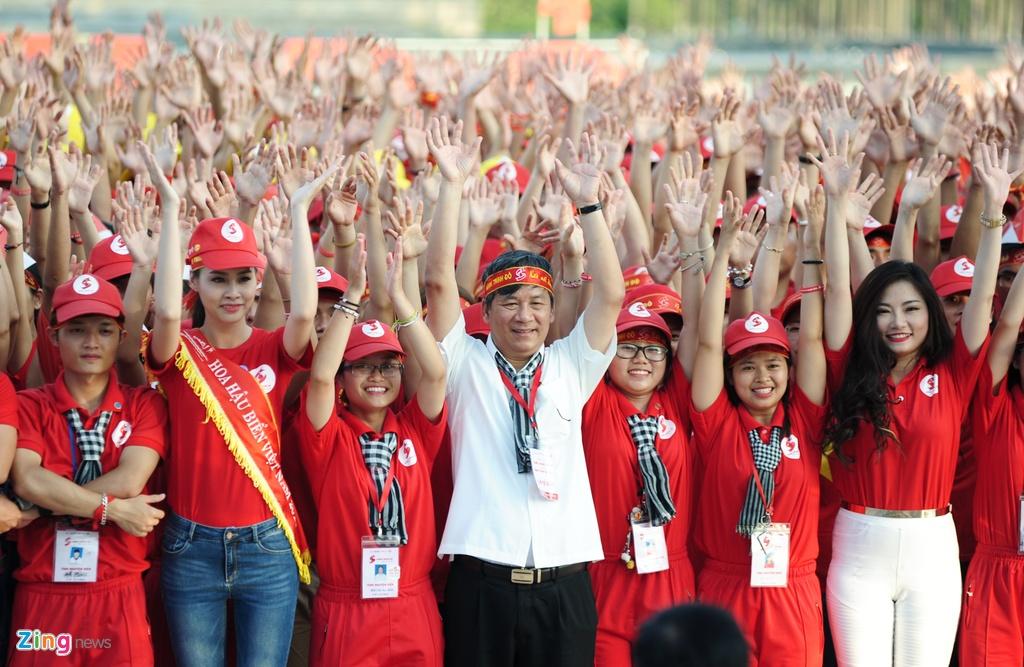 2.000 nguoi xep hinh la co Viet Nam tai Ha Noi hinh anh 5