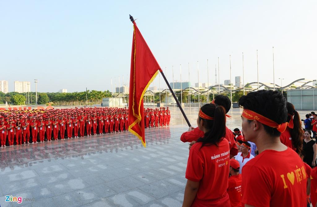 2.000 nguoi xep hinh la co Viet Nam tai Ha Noi hinh anh 6