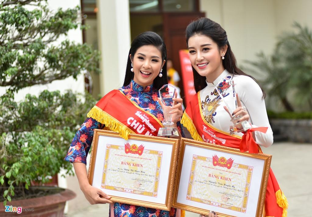 Hoa hau Ngoc Han, a hau Thanh Tu hien mau cuu nguoi hinh anh 10