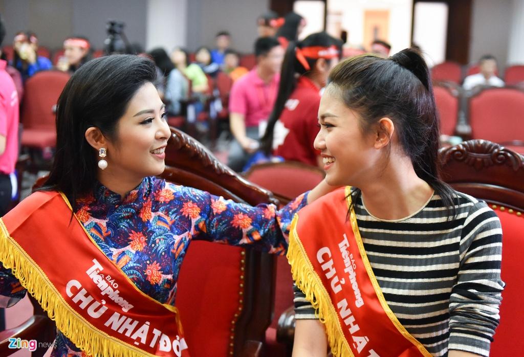 Hoa hau Ngoc Han, a hau Thanh Tu hien mau cuu nguoi hinh anh 1