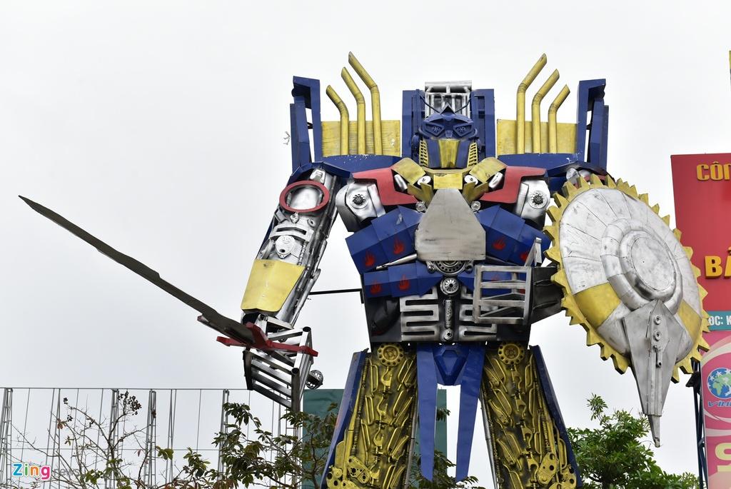 Mo hinh robot khong lo 300 trieu dung canh cong cong ty hinh anh 1