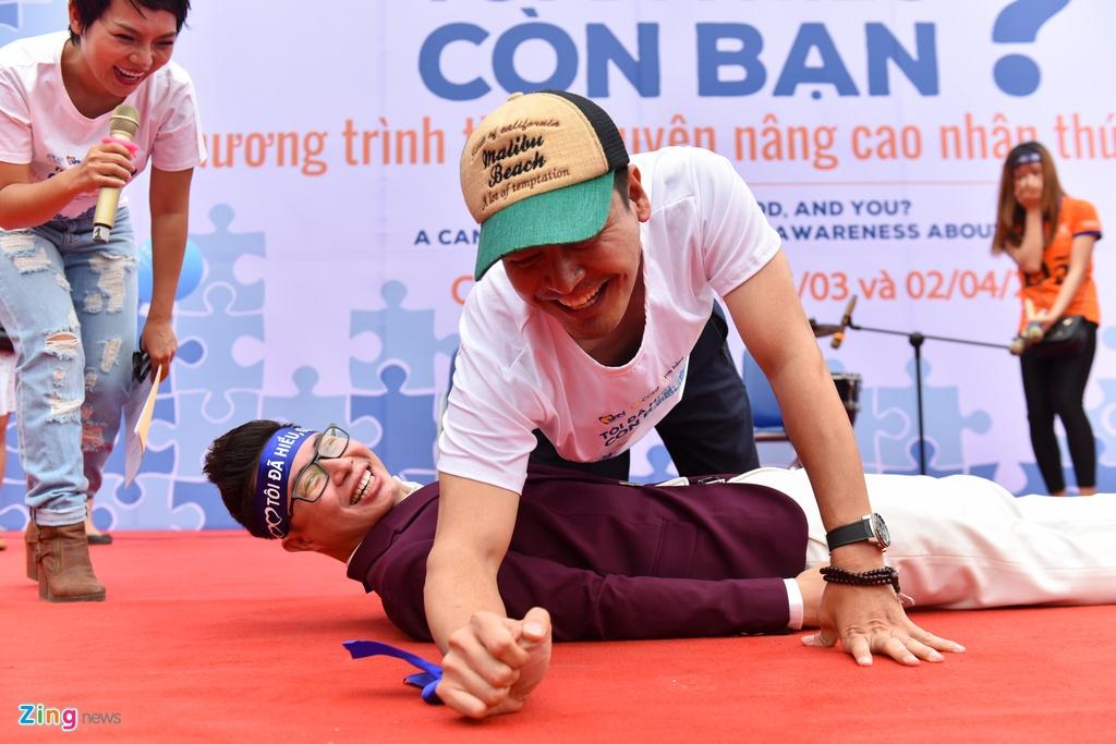 Phan Anh, Tung Duong keu goi nang cao nhan thuc ve chung tu ky hinh anh 8