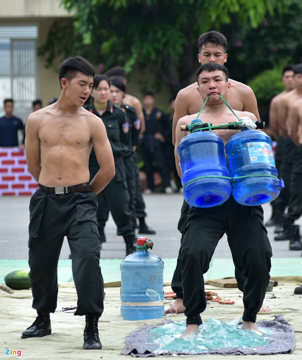 canh sat tuong lai bieu dien vo thuat anh 7