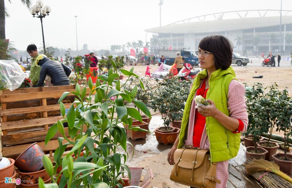 Tieu thuong Ha Noi cung dap nat hoa dao de tranh bi ep gia hinh anh 4