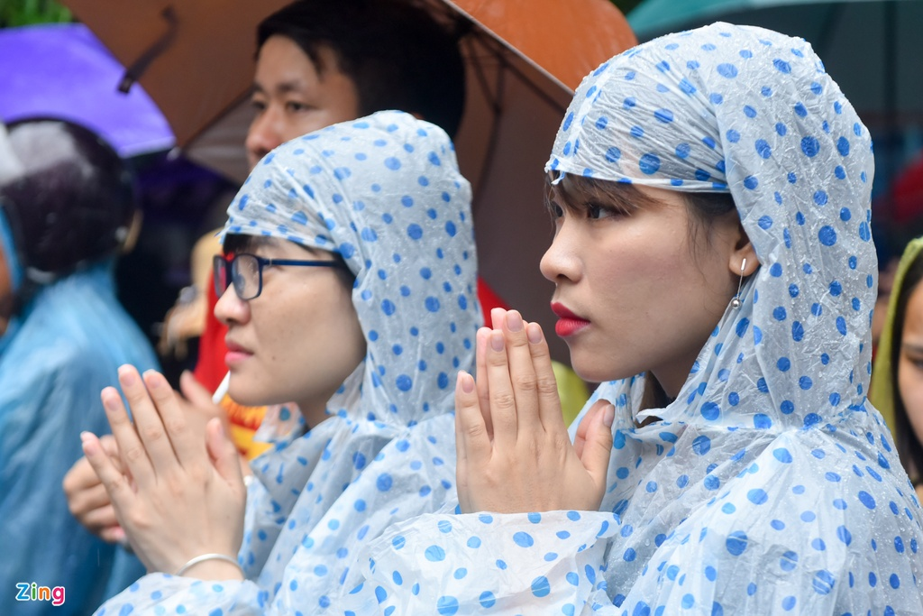 Hang chuc nghin nguoi doi mua ve du le Gio To Hung Vuong hinh anh 8