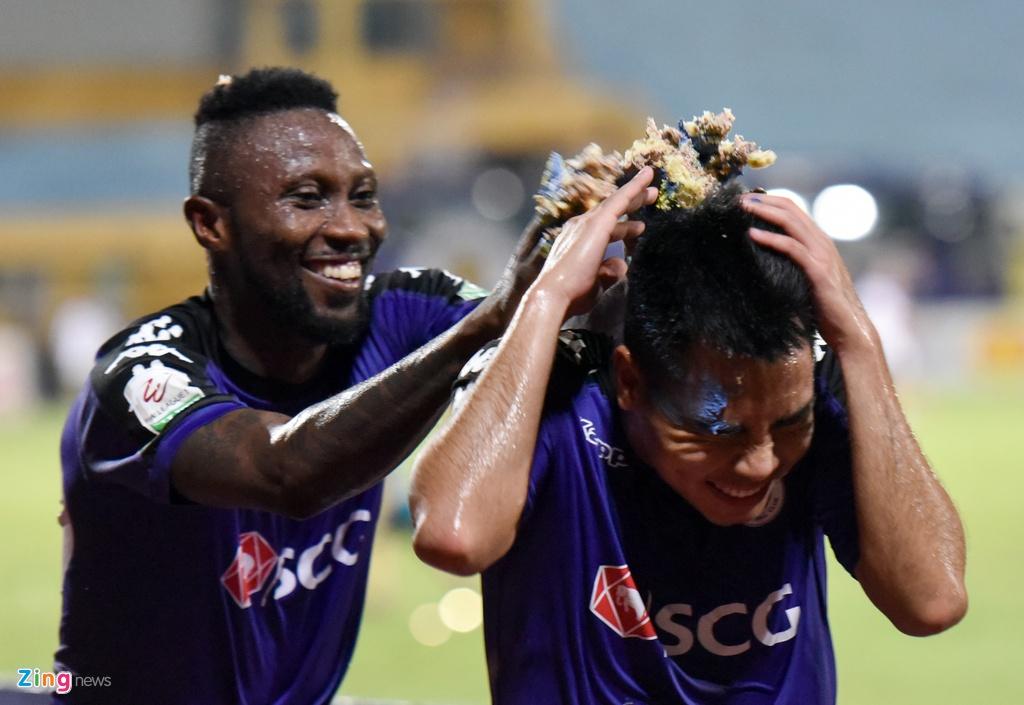 CLB Ha Noi dai thang doi Quang Ninh trong ngay sinh nhat hinh anh 12