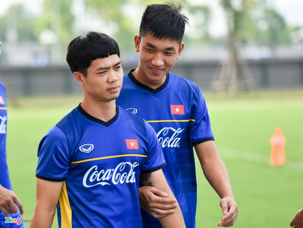 Cong Phuong, Van Toan vui ve trong buoi tap cua U23 VN hinh anh 2