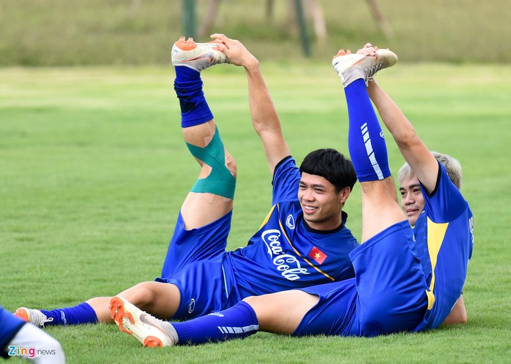 Cong Phuong, Van Toan vui ve trong buoi tap cua U23 VN hinh anh 4