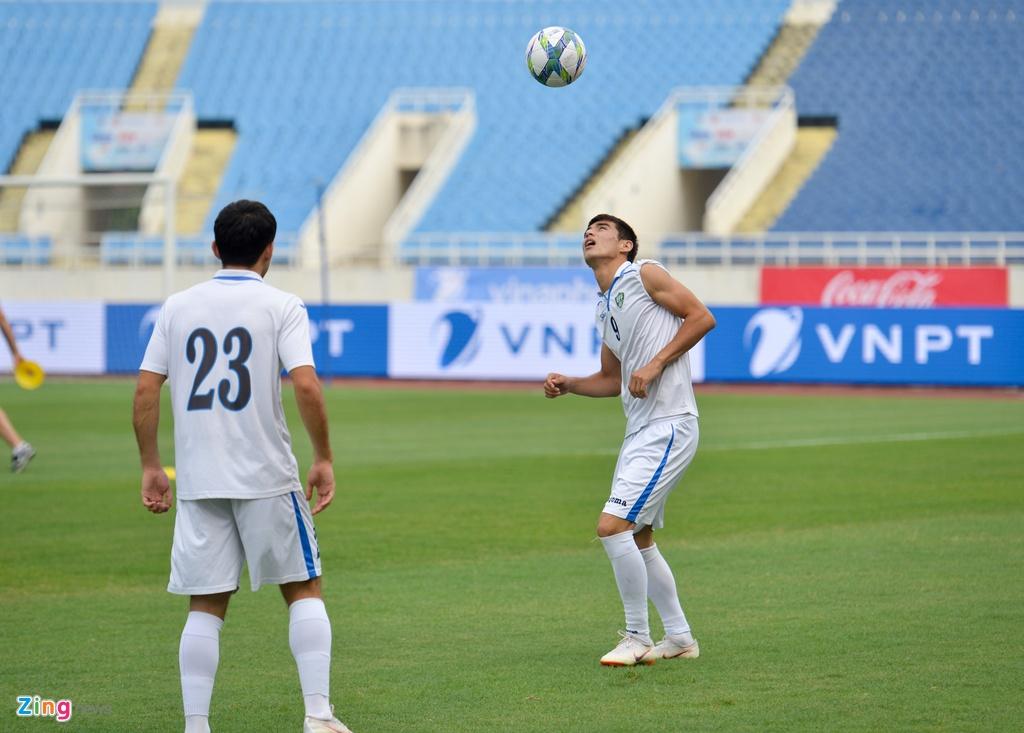 U23 Viet Nam choi bong nem duoi troi mua nang hat hinh anh 12