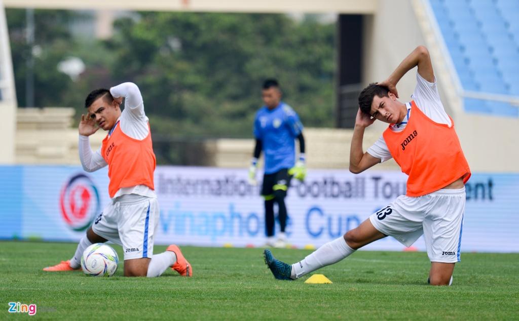 U23 Viet Nam choi bong nem duoi troi mua nang hat hinh anh 14