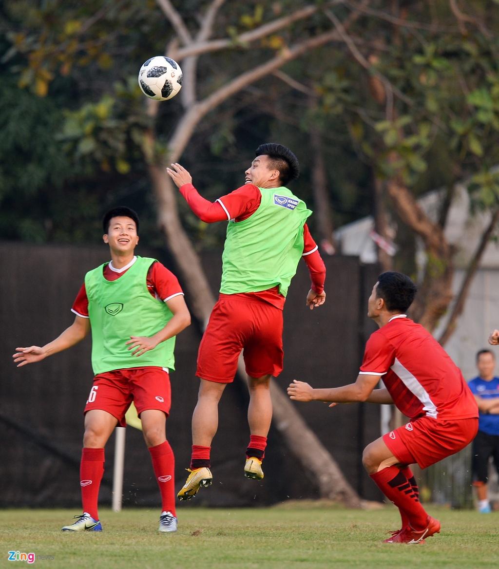 Olympic Viet Nam tap mo, Bahrain tap kin truoc tran dau knock-out hinh anh 2