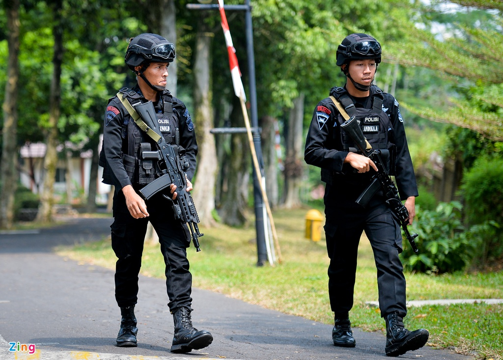 Hang tram hoc sinh Indonesia doi theo buoi tap cua Olympic Viet Nam hinh anh 5