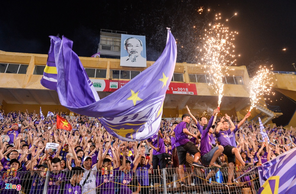 Bau Hien duoc tung len trong ngay CLB Ha Noi vo dich V.League hinh anh 1