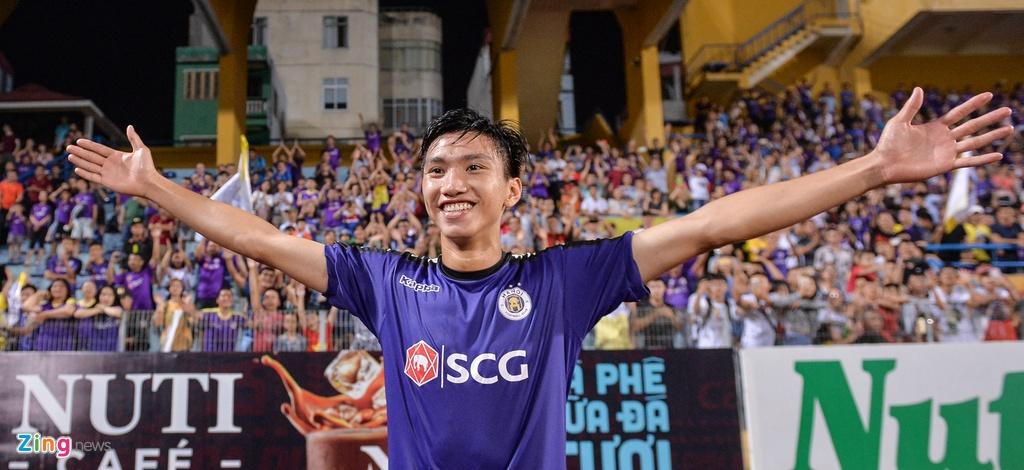 Bau Hien duoc tung len trong ngay CLB Ha Noi vo dich V.League hinh anh 8