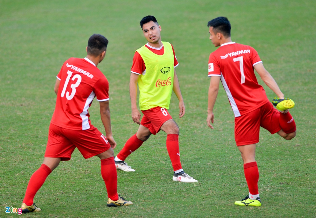 Doi tuyen Viet Nam duoc dong vien truoc gio sang Lao du AFF Cup hinh anh 7