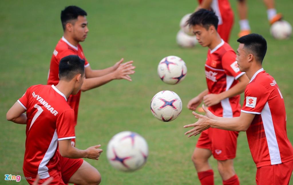 Doi tuyen Viet Nam duoc dong vien truoc gio sang Lao du AFF Cup hinh anh 8