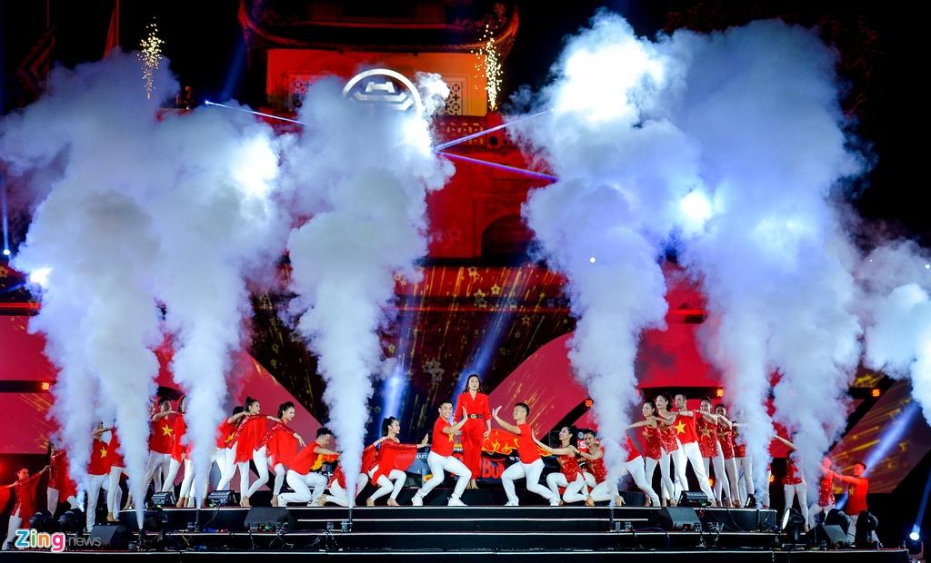 Xe đua F1 xuất hiện hoành tráng tại Hoàng thành Thăng Long
