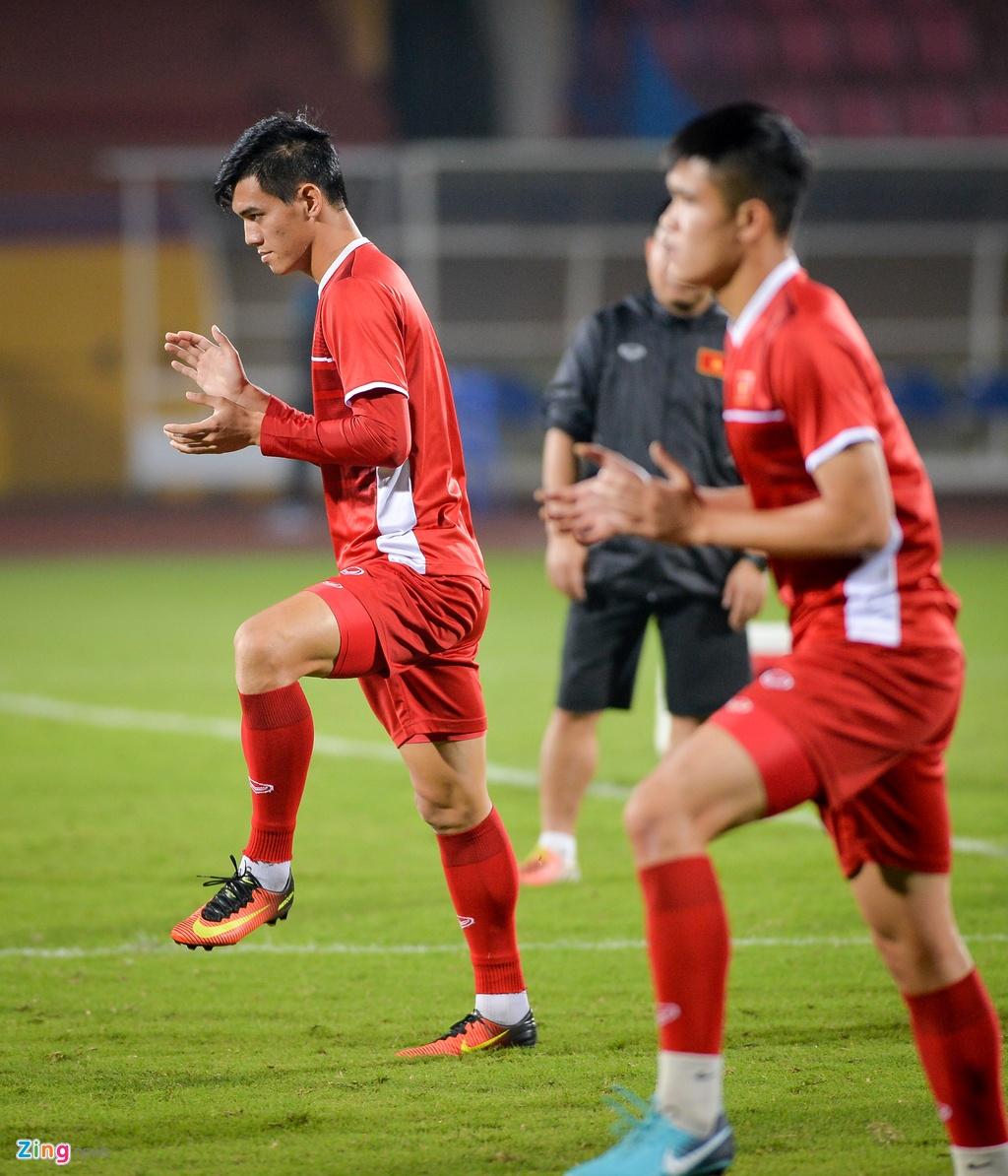 Tien Dung, Van Hau vui ve truoc khi doi dau tuyen Campuchia hinh anh 6