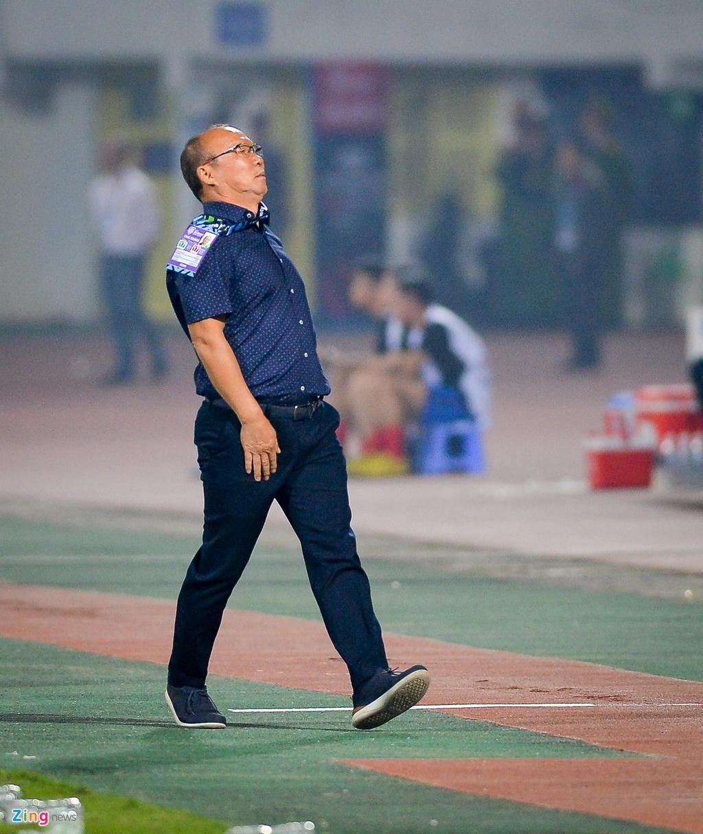 Phan ung dang yeu cua HLV Park Hang-seo trong tran gap Campuchia hinh anh 10