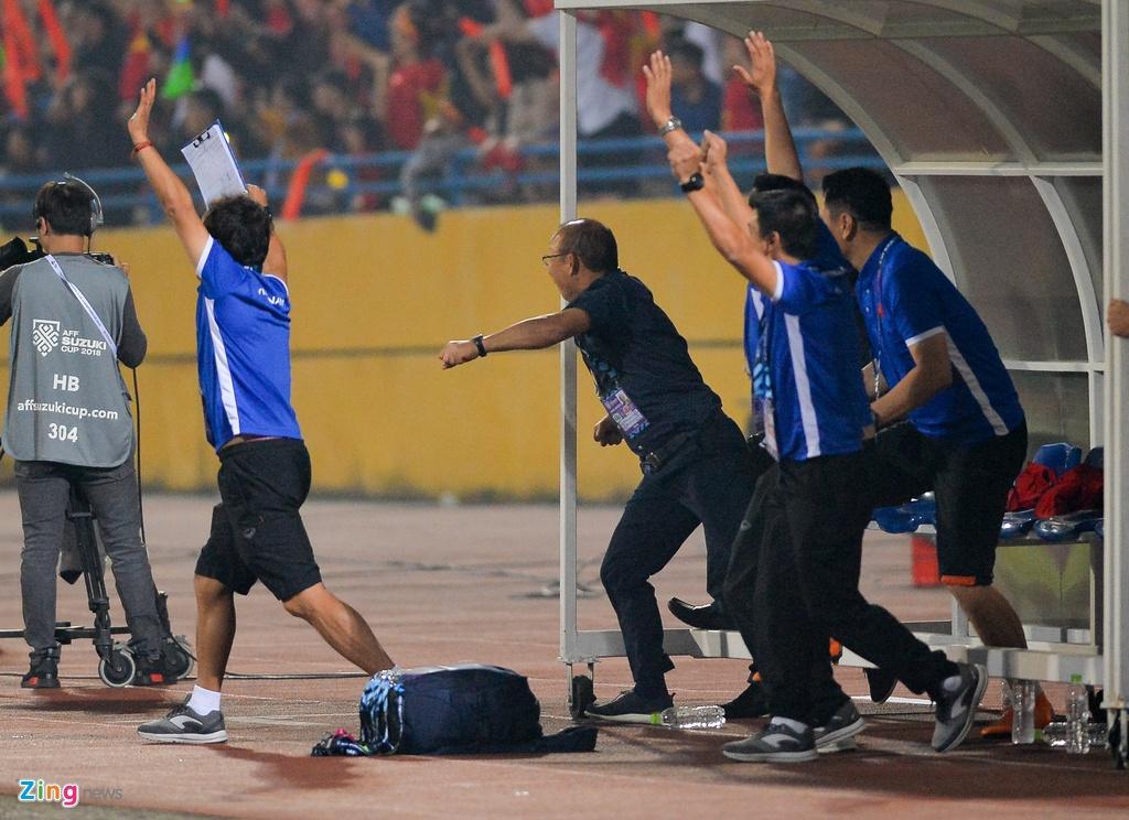 Phan ung dang yeu cua HLV Park Hang-seo trong tran gap Campuchia hinh anh 12