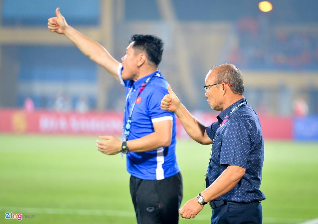 Phan ung dang yeu cua HLV Park Hang-seo trong tran gap Campuchia hinh anh 3